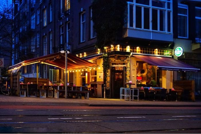 Sfeervol restaurant in hoekpand met terras in Amsterdam